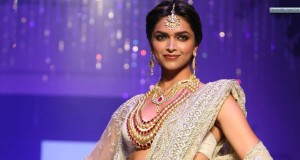 Deepika-Padukone-In-White-Saree-Wearing-Jewellery