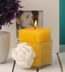 orlando-di-decoro-lemon-grass-yellow-candle-with-whitw-flower-orlando-di-decoro-lemon-grass-yellow-c-x3r2me