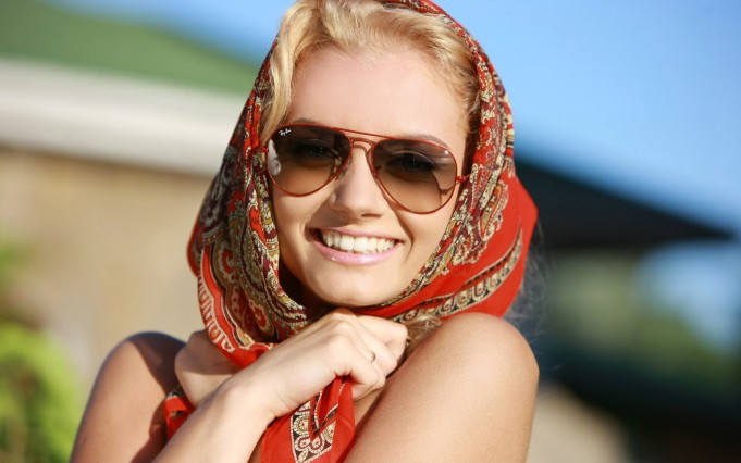 blondes-women-sunglasses-sunlight-sabrina-d-smiling-scarf-ukrainian-ray-ban-312321