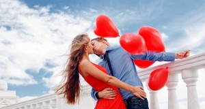 cute_couples_with_red_balloons