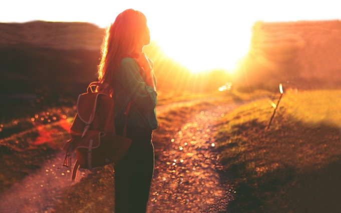 women-sunlight-backpacks-wallpaper