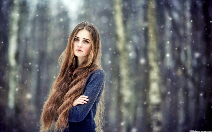 Beautiful-Girl-With-Long-Hair-In-Snow-Images