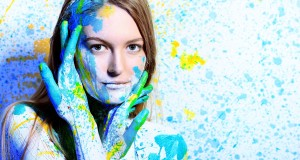 Colorful-face-of-young-woman-in-the-festival-of-color