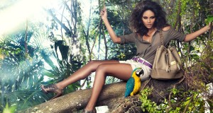 brunettes-women-trees-models-parrots-shorts-denim-shorts-handbag-_2074-20-