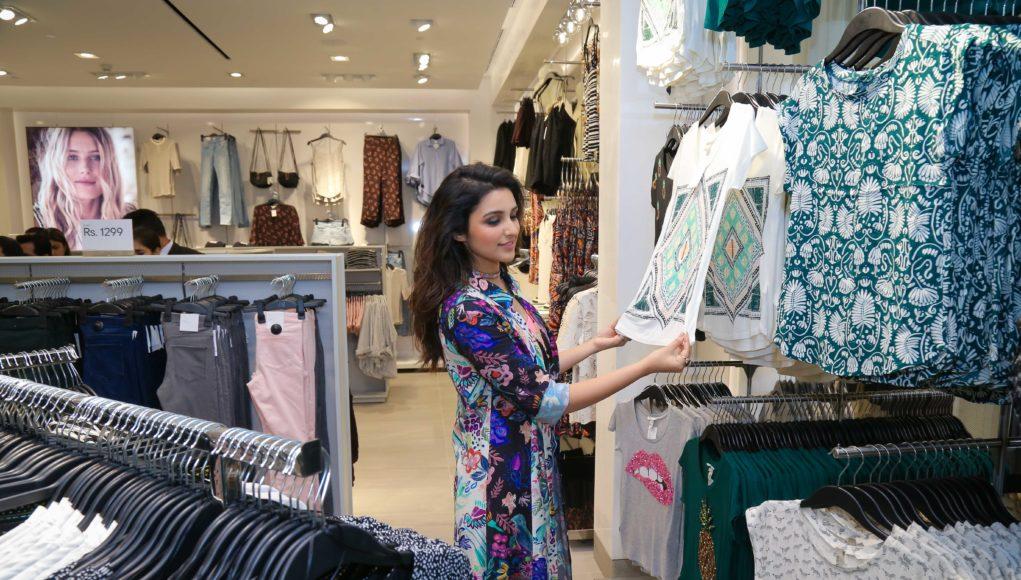 H&M Store 4000- DLF Mall of India- Parineeti Chopra browsing inside the store