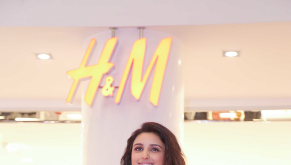 H&M Store 4000- DLF Mall of India- Parineeti Chopra outside the store