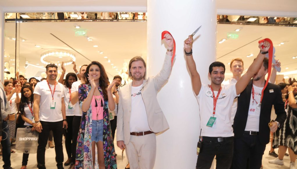 H&M Store 4000- DLF Mall of India- Ribbon Cutting