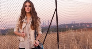brunettes-women-autumn-models-bag-clara-alonso-chain-link-fence-wide