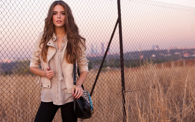 brunettes-women-autumn-models-bag-clara-alonso-chain-link-fence-wide
