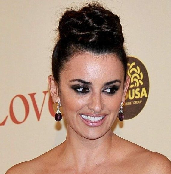 penelope-cruz-to-rome-with-love-premiere-look