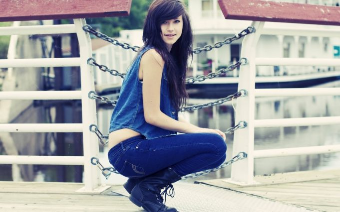 Stylish-modern-fashion-jeans-hot-girl