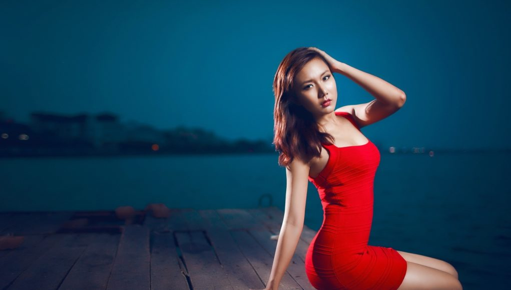 Girls_The_girl_in_the_red_dress_sitting_on_the_edge_of_a_wooden_jetty_102901_