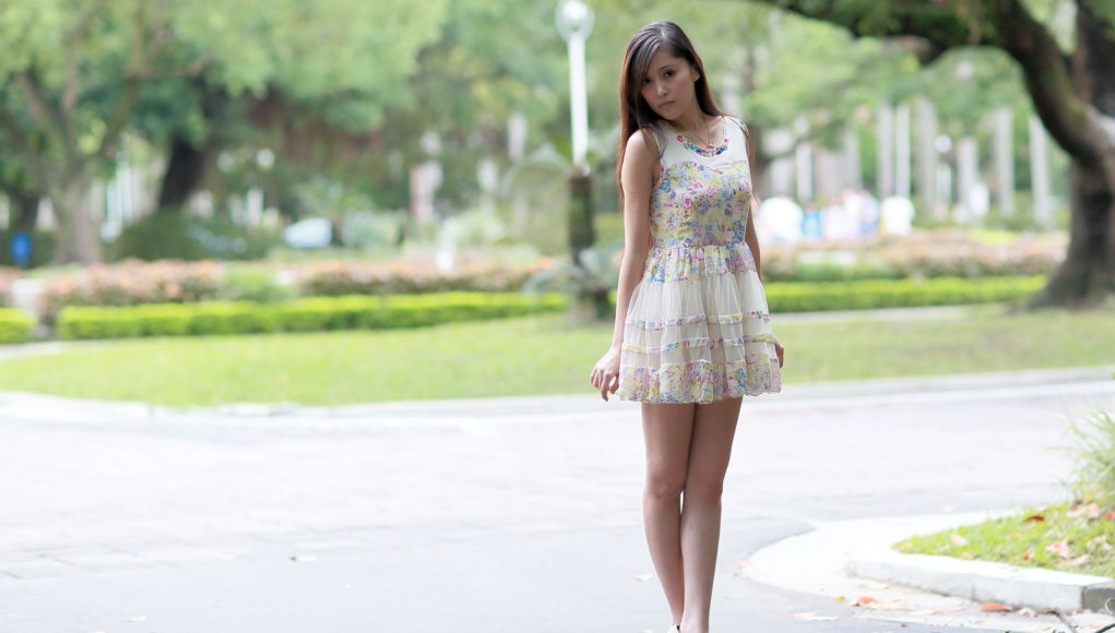 Girl-Wears-Short-Dress-Fashion-Style-Wallpaper