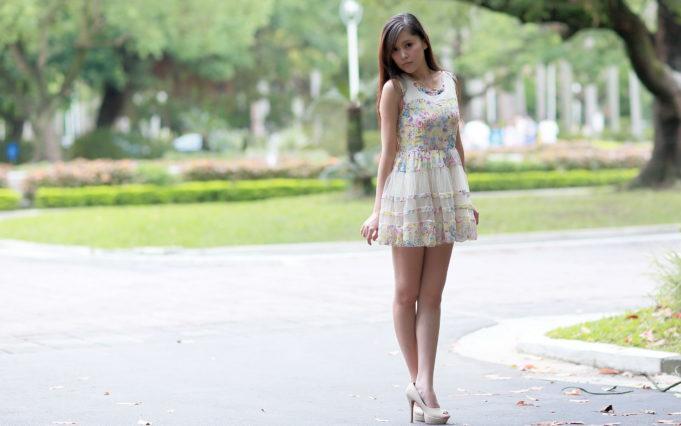 Girl-Wears-Short-Dress-Fashion-Style-Wallpaper