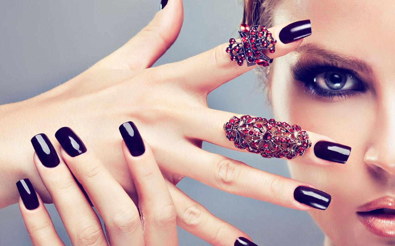 Trendy And Bright Nail Paints To Cheer Up Your Mood
