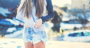6941649-girl-shorts-photo