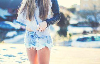 6941649-girl-shorts-photo