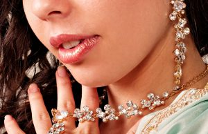 Diamond-Necklaces-gilrs-hd-wallpapers-top-background-jewelry-images-widescreen