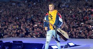Bieber-in-Manchester-walking-off-stage-billboard-1548