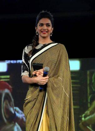 Deepika-Padukone-in-Sari-pi_zoom
