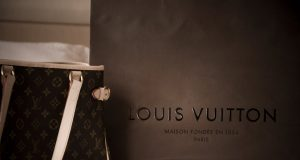 wallpaper_louis_vuitton_by_kia01_stock-d39wn28