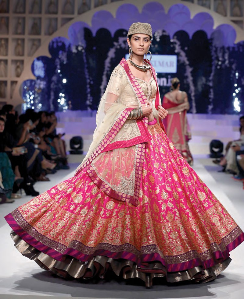 2038d2b1b1c419 Stir Your Soul With These Ultra Feminine Bridal Lehengas 2017