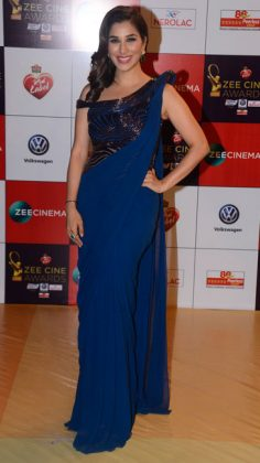 Zee-CineZee Cine Awards 2017 _ style gods-Awards-Sophie-Choudry-in-Gaurav-Gupta