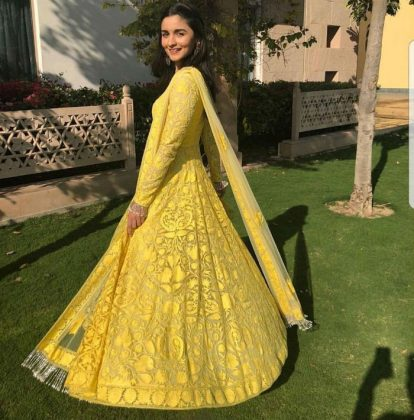 Alia Bhatt Bridesmaid Look _ Style Gods