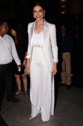Bollywood Celebrities Fashion Trends _ Style GodsDeepika-Padukone-in-Mumbai1
