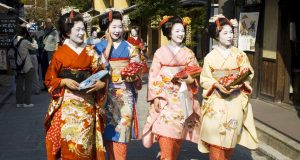 Worldwide Traditional Clothing _ Style Gods
