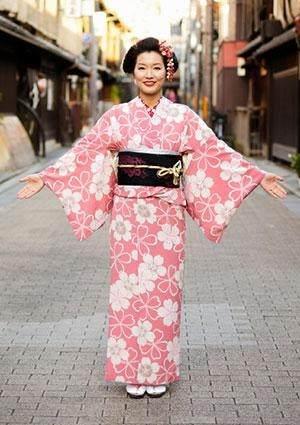 Worldwide Traditional Clothing _ Style Gods
