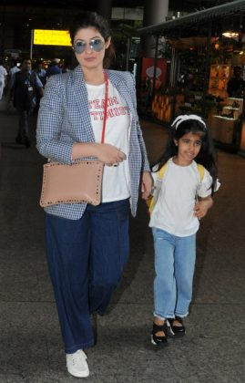 Twinkle-Elegant Bollywood Dressing _ Stylegods-at-Mumbai-airport