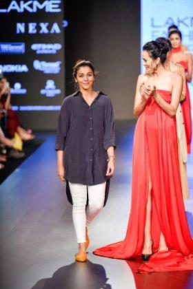 Lakme Fashion Week 2018 Day 1 _ Style GodsS2aShwetaKapurRunway088