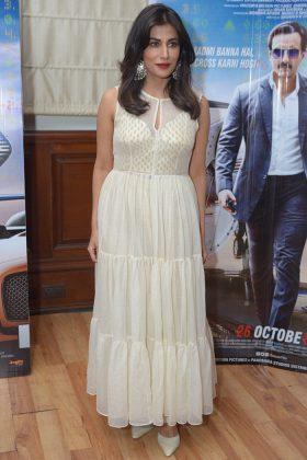 ChitrangadAutumn Celebrity Dressing _ Style Godsa-Singh-at-Baazaar-promotions-in-Delhi