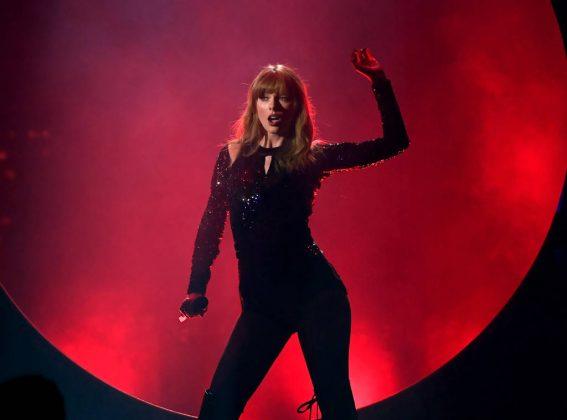 American Music Awards 2018 _ Style Gods