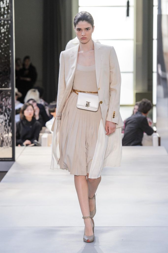 hbz-ss2019-trends-down-to-earth-01-burberry-rs19-2226-1539195357