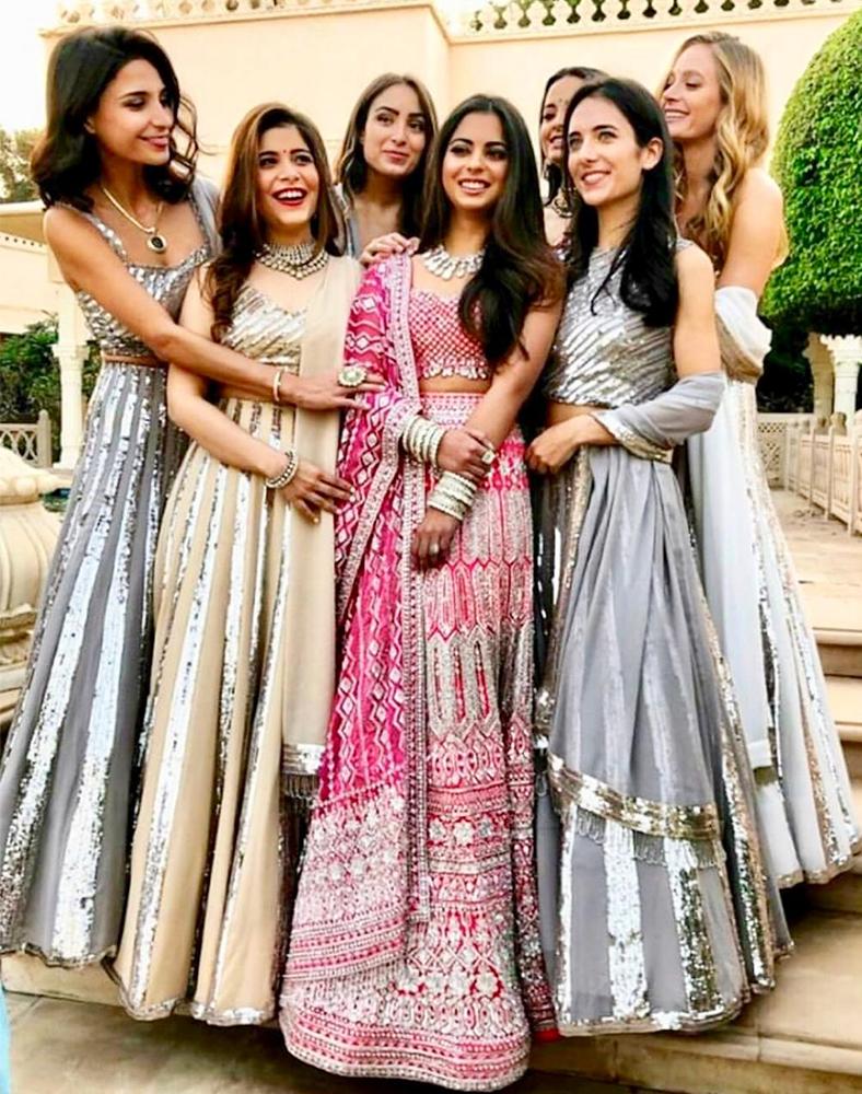 Isha-Ambani-her-bridemaids