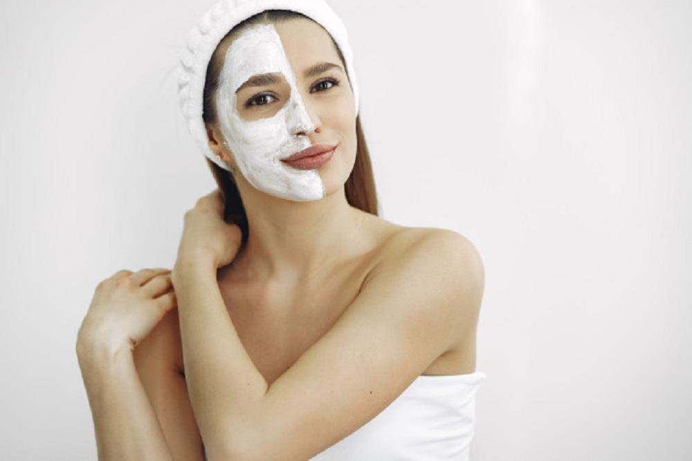woman-standing-cosmetology-studio_1157-34020